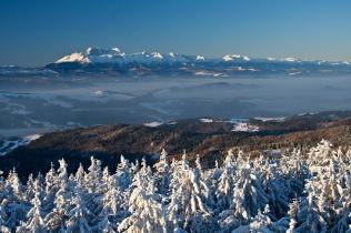 Pełnia zimy, widok na Tatry z Radziejowej