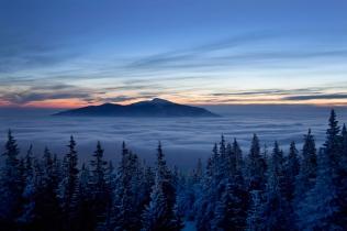 Babia Góra w morzu chmur