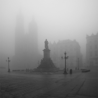 Krakowski rynek we mgle