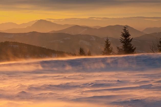 Wielka Racza - widok na Słowację